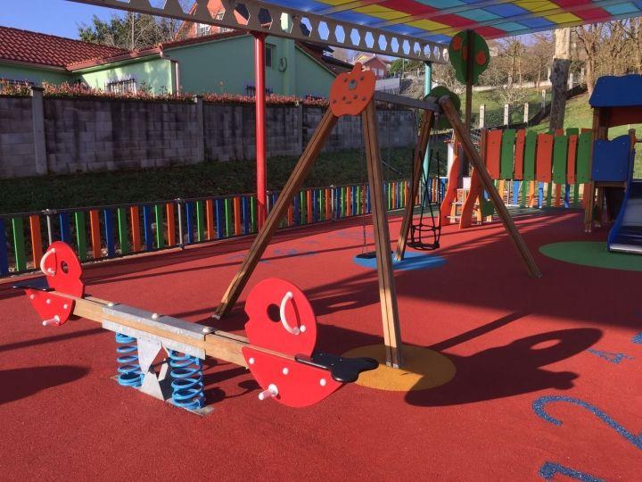 Cubierta, ampliación y renovación del parque infantil de Ledoño.