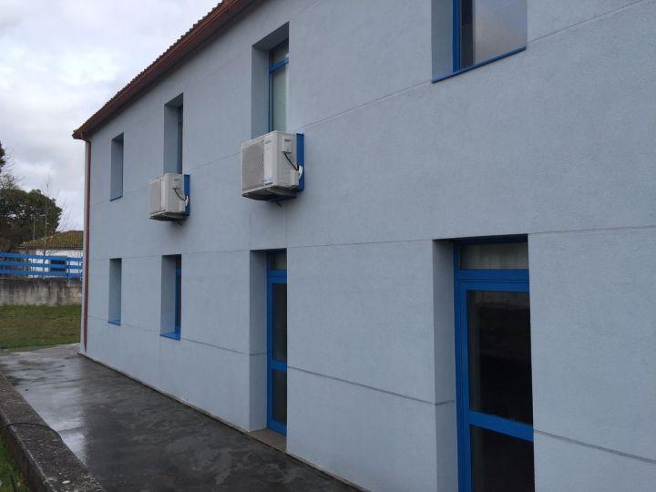 Mejora de la envolvente exterior del centro social polivalente de Brión.