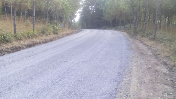 Pavimentación vías públicas en Troitosende, Fiopáns e Paraxó.