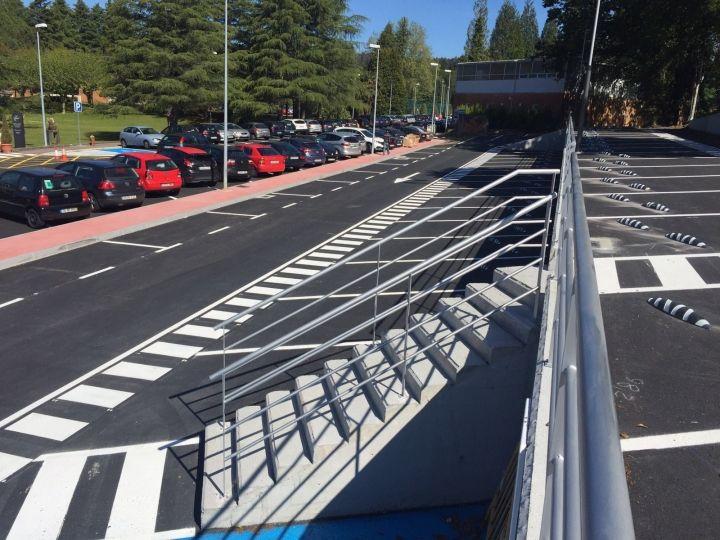 Reordenación de la explanada de a barcia para ejecución de un aparcamiento de vehículos.