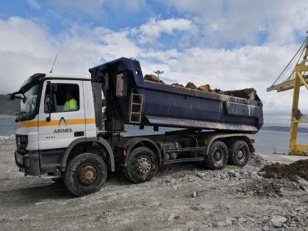 Camión dumper 4 ejes