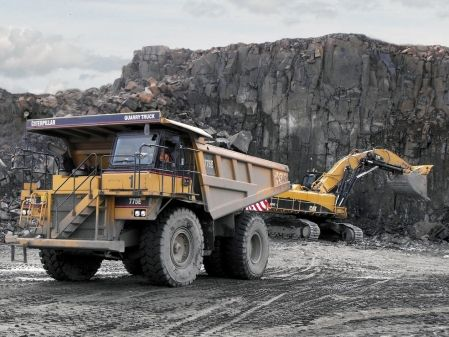 Camión dumper rígido extravial Cat 775E