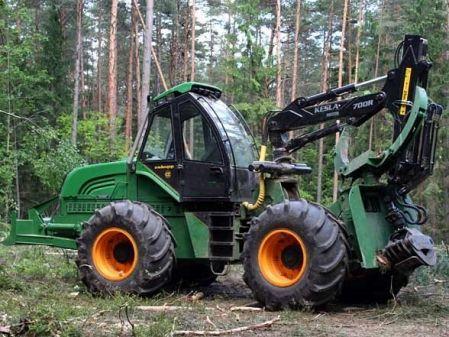 Tractor forestal autocargador