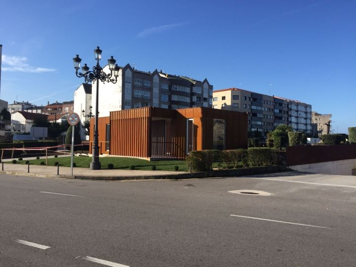 Instalación de oficina de turismo en Baiona